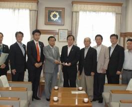 都議会オリ・パラ招致議連  埼玉県知事表敬訪問 2012年7月